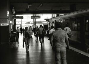 rencontre-sur-un-quai-de-gare-7f632b1b-0957-41cb-9ec8-a13dc7b89ace